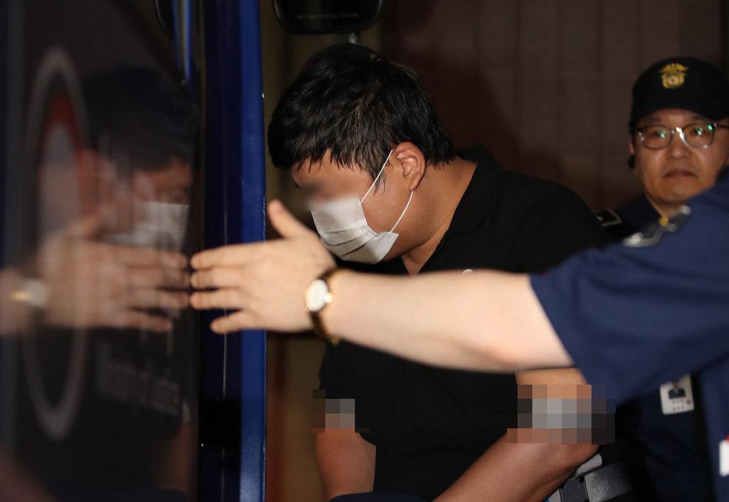 '가족펀드 의혹' 조국 장관 5촌조카 구속