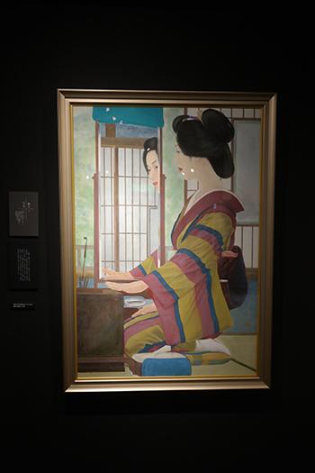 설국관에 전시되어 있는 코마코를 모델로 그린 그림. 어두운 전시장과 밝은 그림이 묘한 대조를 이루고 있었다.