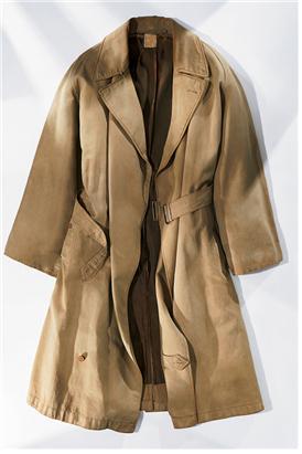 초기 형태의 버버리 타이로켄 중 하나/출처=departures 사이트(https://www.departures.com/fashion/style/burberrys-iconic-trench-coat)