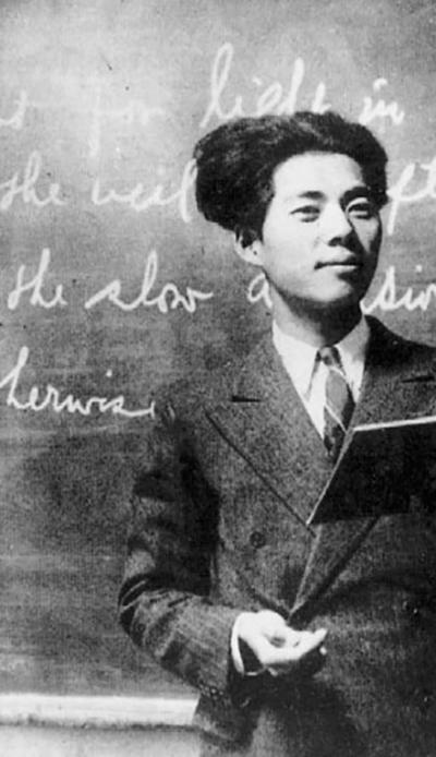 일본 유학에서 돌아와 평양 영생고보에서 영어를 가르치던 1937년 무렵의 백석.