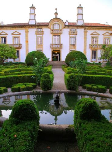 그림 같은 정원에서 음악회나 시음회가 열린다.
