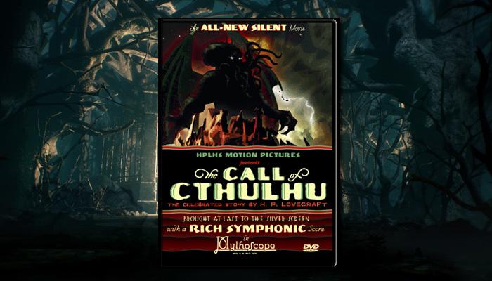 """팬들에 의해 영화로 만들어진 """"크툴루의 부름""""포스터. 2005년작이지만, 원작의 느낌을 살리기 위해 흑백 무성영화로 제작되었습니다."""