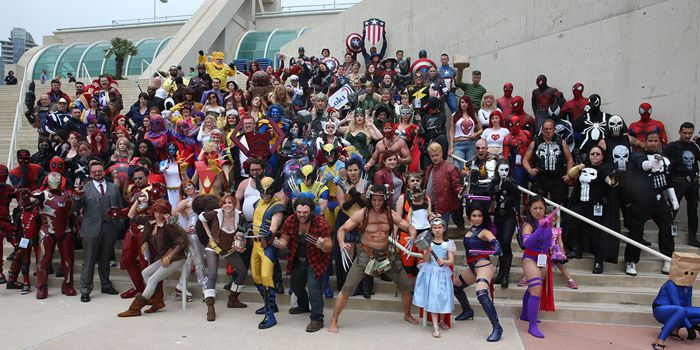 2016년 샌디에이고 코믹콘 인터내셔널(SDCC)에 참가한 마블 코믹스 캐릭터 코스플레이어들이 한 자리에 모여서 촬영하고 있다. /사진출처 = SDCC 웹사이트