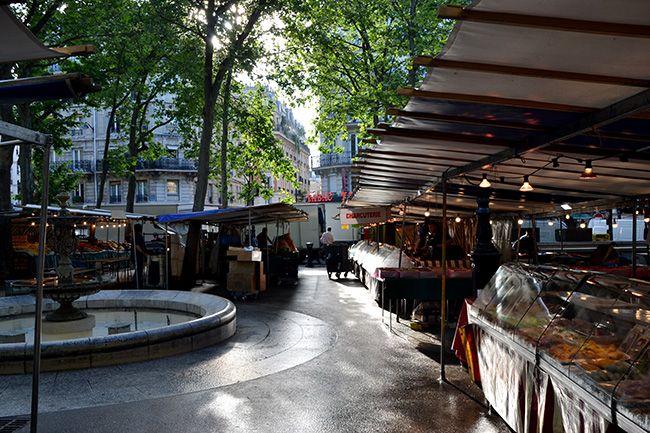 카르티에라탱의 몽주광장에 서는 아침 시장. 다양한 치즈와 간단한 요리를 팔아서 구경하는 재미가 쏠쏠하다.