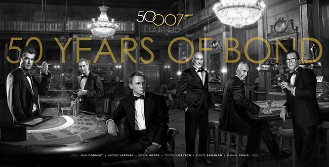 007 영화 50주년을 기념해 공개한 사진. 1대 숀 코너리를 비롯해 역대 제임스 본드들이 한자리에 모였다.