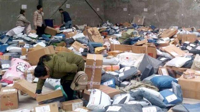 택배원 파업으로 난장판이 된 창고 내부. /자료=웨이보
