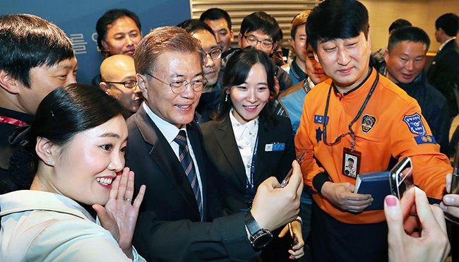 문재인 대통령이 12일 오전 인천공항공사 4층 라운지에서 열린