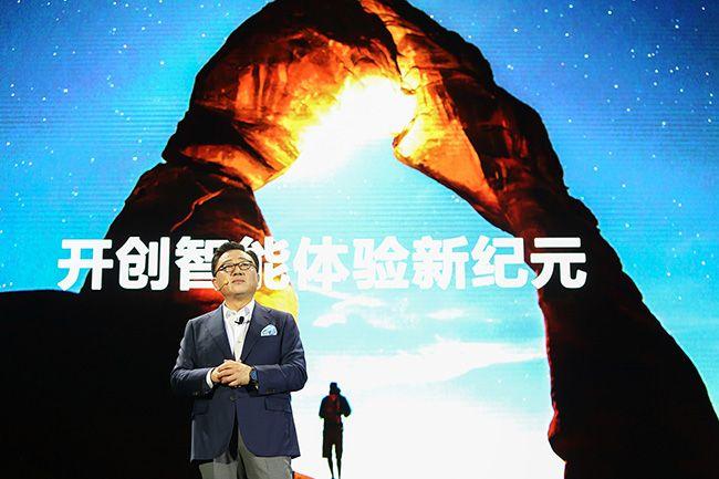 고동진 삼성전자 무선사업부 사장이 18일(현지시간) 중국 베이징에서 열린 발표회에서 갤럭시S8과 갤럭시S8플러스를 소개하고 있다. /사진=삼성전자