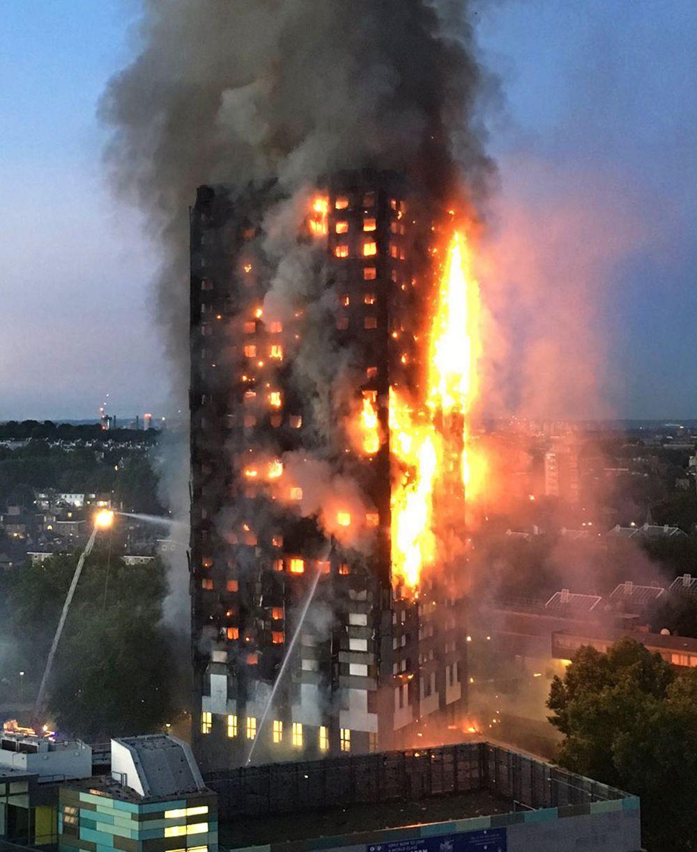 영국 런던에 있는 24층짜리 아파트 건물