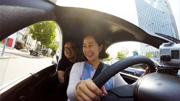 매일경제 기자가 서울 서초구 강남대로에서 트위지를 운전하고 있다. /사진=이정호 영상리포터