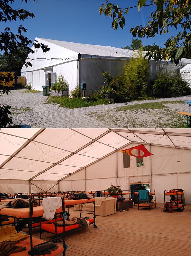 더 텐트의 하이라이트인 초대형 침대형 텐트의 외부(위)와 내부(아래) 모습. 안에는 침대뿐 아니라 소파가 비치된 공용공간까지 있다.