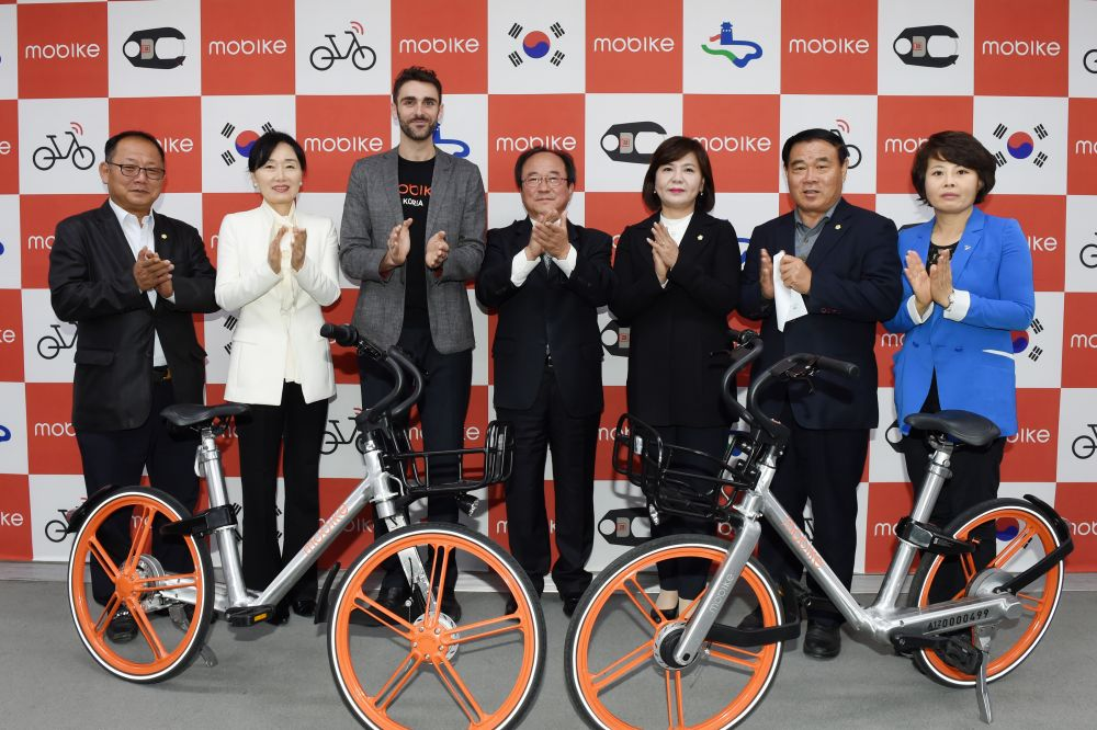 경기 수원시는 18일 시청 중회의실에서 세계 최대 스마트공유 자전거 기업인 중국의 모바이크(Mobike)와