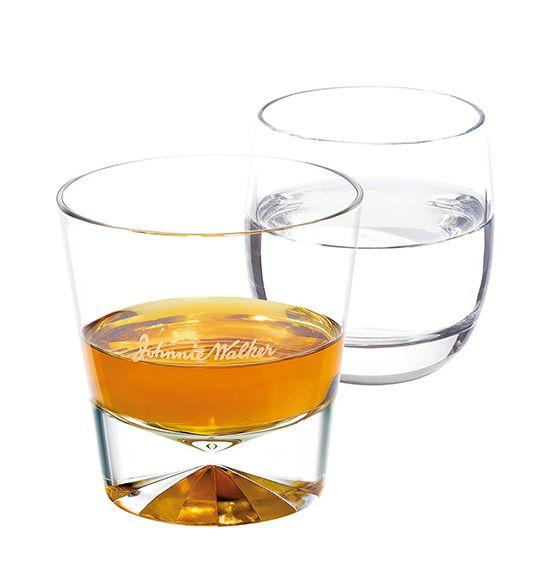 스트레이트로 마실 때에는 미지근한 생수를 함께 마신다. 알코올에 마비된 혀가 풀려 술맛을 더 잘 느낄 수 있다.