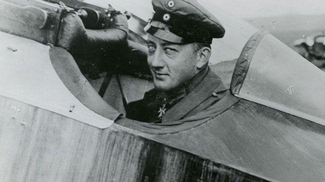 제1차 세계대전 당시 이름난 조종사 중 한 명이었던 베르너 보스(독일)와 그의 전투기. /출처=httpwww.history.comnewshistory-lists6-famous-wwi-fighter-aces