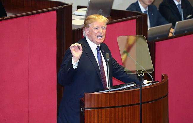 도널드 트럼프 미국대통령이 8일 국회에서 연설을 하고 있다. /사진=김호영 기자