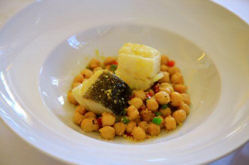 포르투갈 대표 요리 바칼라우. 대구라는 뜻이며 구이 형태로 많이 먹는다.