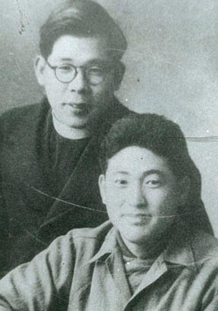 동성신학교 시절의 김수환 추기경(왼쪽)과 지학순 주교.