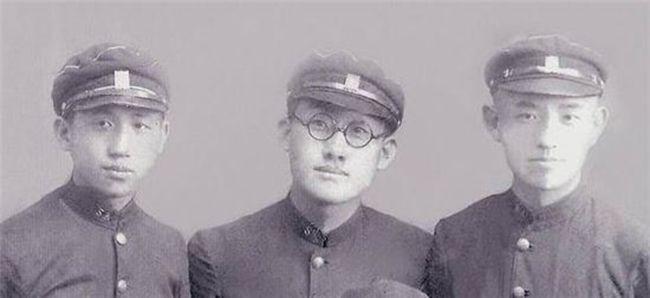 평양 숭실학교 시절의 장준하 문익환 윤동주(왼쪽부터)