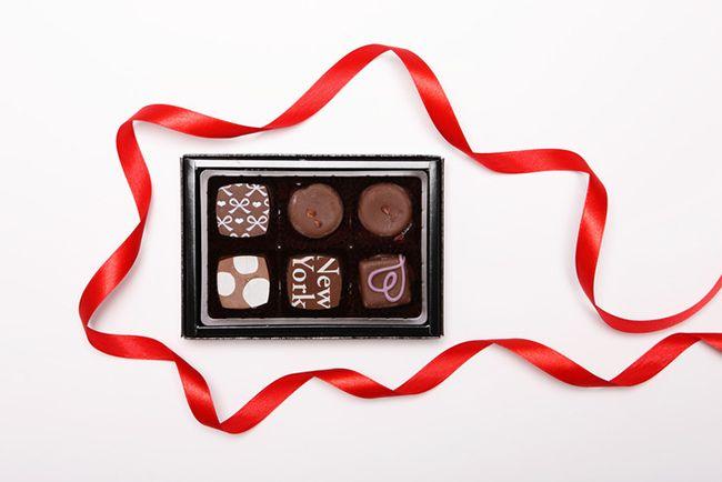 위스키를 마실 때 초콜릿을 먹어보자. 위스키가 초콜릿의 기름층을 녹여 초콜릿의 달콤하고 짭짤한 맛만 입안에 남는다. 덕분에 위스키의 풍미는 더 돋보인다. 실제 스코틀랜드 위스키 증류소 투어를 가면 안주로 초콜릿을 준다. /사진=게티이미지뱅크