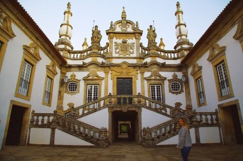성을 소유한 와이너리 라브라도레스 드 페이토리아.