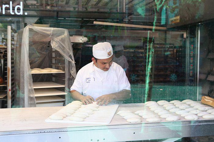 샌프란시스코의 빵집 BOUDIN에서 빵을 만드는 모습