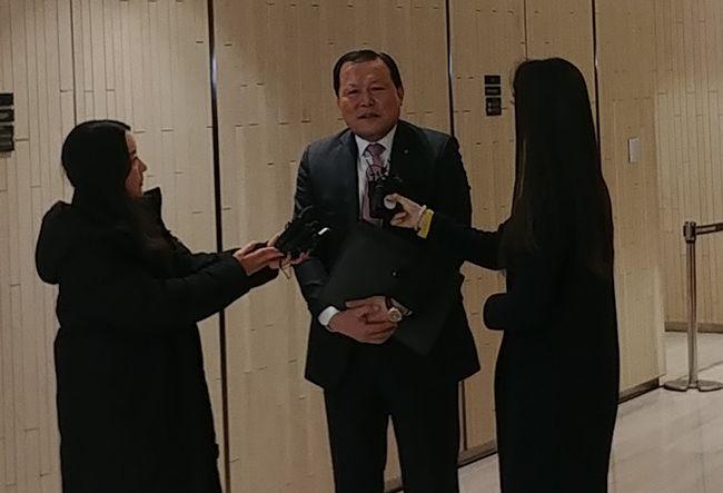 롯데지주 주총 후 홀가분하게 말하는 황각규 롯데지주 대표이사 부회장