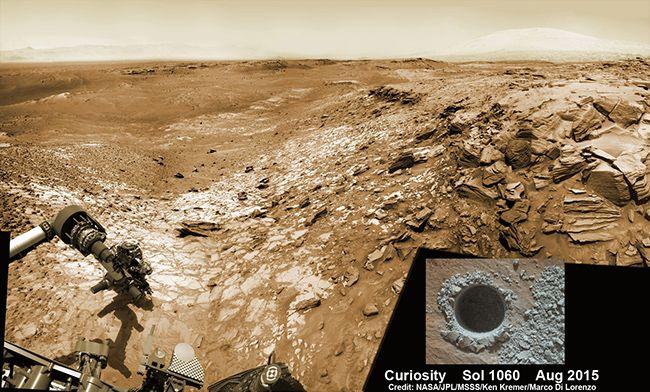 드릴로 구멍을 뚫어 화성 토양의 샘플을 얻는 탐사선 큐리오시티 /사진=NASA