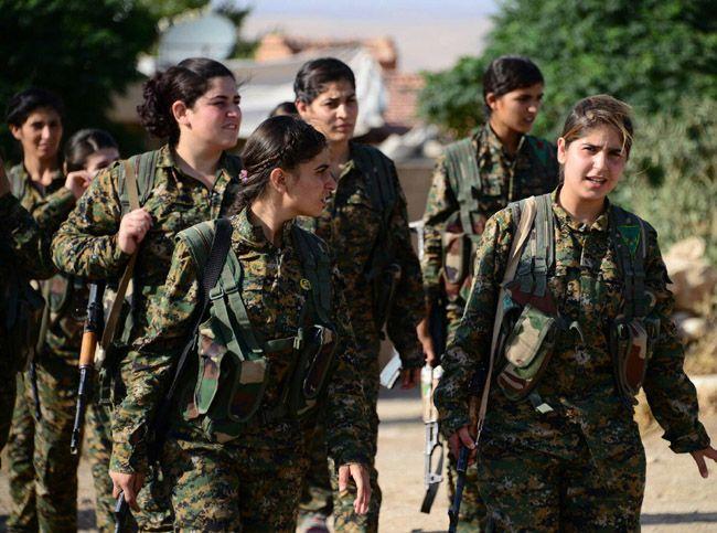 무장한 로자바 여군들의 모습/사진=위키피디아