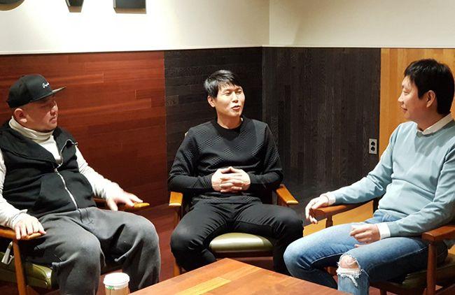 (좌측부터) 전훈철·서정교 애드쿠아 공동대표와 이번에 애드쿠아를 인수한 퓨처스트림네트웍스의 신창균 대표