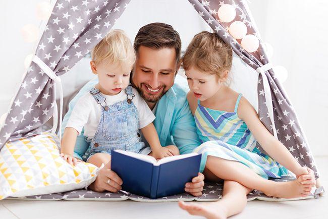 전문가들은 자녀의 발달 단계에 따라 독서 교육법을 달리 하라고 말한다. /사진=게티이미지뱅크