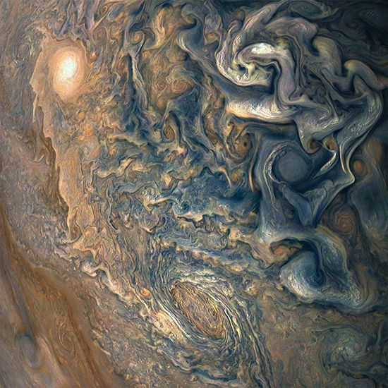 가스가 환상적인 무늬를 만들어내는 목성. 과연 여기에 생명체가 생겨날 수 있을까? /사진=NASA