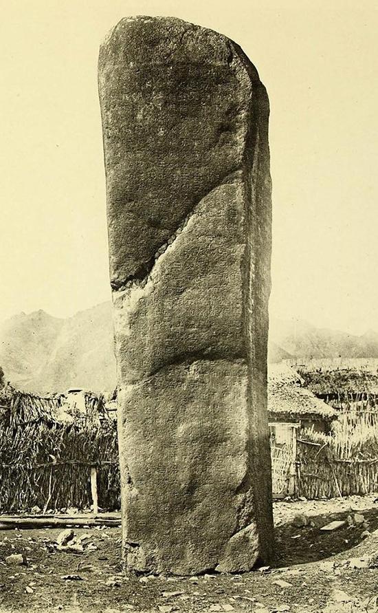 우리 고대국가 중 가장 강성했던 고구려 광개토왕릉비. 조선고적도보 사진