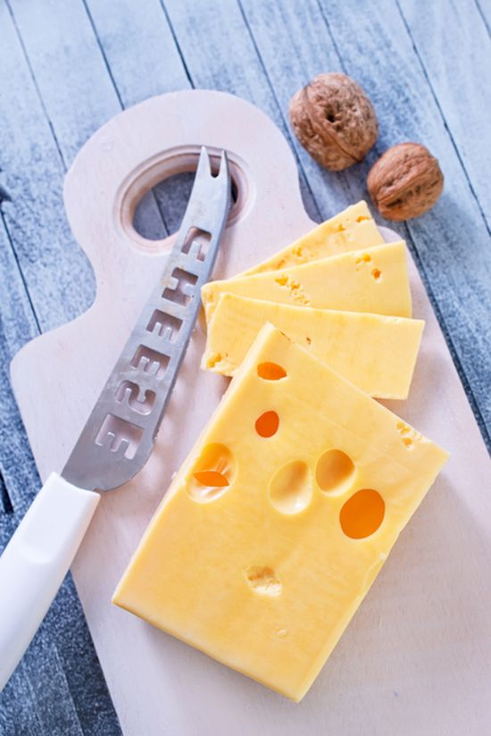 공식 수입사는 에멘탈 치즈를 곁들여 먹을 것을 추천한다. 그외에 서양식 고기, 생선 등 요리와도 궁합이 좋다. /사진=게티이미지뱅크