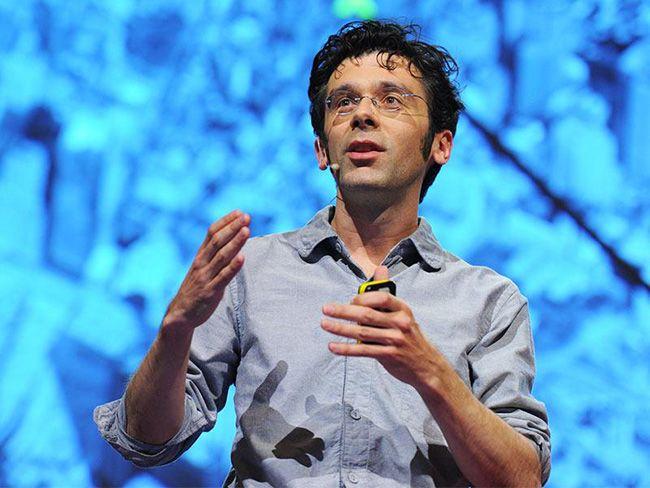 케빈 슬레이븐 The SHED 수석 사이언티스트가 TED글로벌 콘퍼런스에서 알고리즘에 대해 강연하고 있다. /사진제공=유튜브 화면 캡처