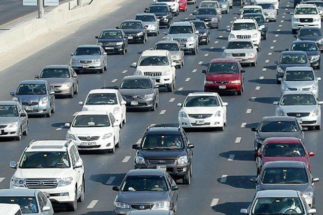 두바이 시내를 곽 채운 차들