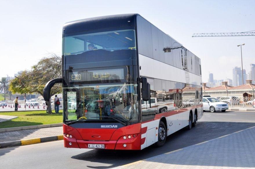 두바이 버스. 심심찮게 2층 버스도 보인다