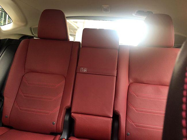 차량 내부. 뒷좌석 시트.
