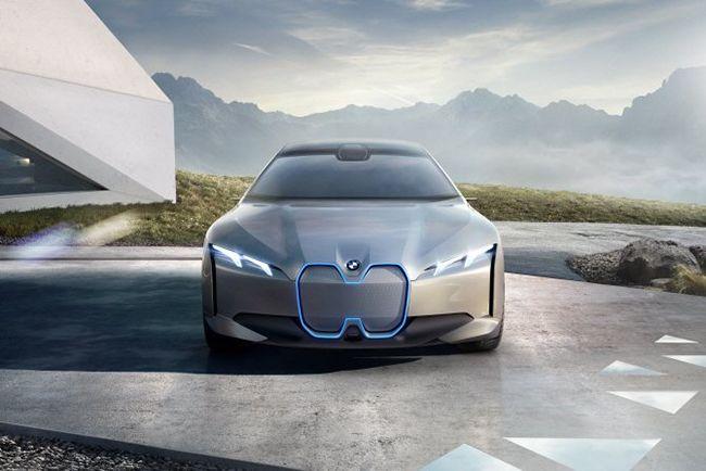BMW가 공식 홈페이지를 통해 공개한 iX3컨셉트카. 특유의 키드니 그릴 대신 호랑이코 모양의 그릴을 선택해 눈길을 끌었다