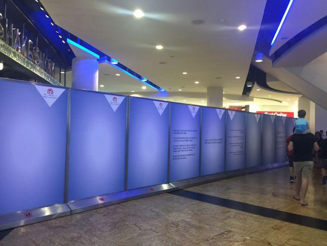 라마단 기간에 푸드코트 운영을 하는 UAE 대형몰들은 보통 이렇게 커텐을 쳐놓아 안이 보이지 않게 한다. 사진은 두바이 에미레이트몰의 모습.