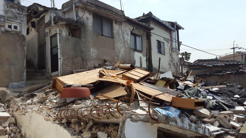 재개발 정비구역으로 지정된 지 10년 만인 2015년 정비구역에서 해제된 서울 성북4구역 모습. 200여 가구 가운데 약 50가구가 빈집이고 사실상 폐허로 방치돼 있다. /사진=최재원 기자