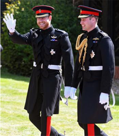 제복에 프록 코트를 입고 결혼식에 참석한 해리 왕자(좌)와 윌리엄(우) 왕자. /출처=www.upi.com/Entertainment_News/2018/05/19/Prince-Harry-Prince-William-wear-frockcoat-uniform-of-Blues-and-Royals/7071526726462/