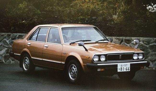 1977년 발매된 혼다 어코드 1세대. 무난한 디자인을 무기로 베스트셀링 중형차의 토대를 마련했다는 평가다.(지금 이 디자인으로 출시된다면, 자동차 업계의 레트로 열풍을 주도 할 수 있다는 느낌도 든다. 과거의 무난함은 현재의 특별함이니).