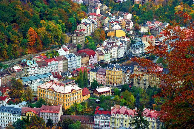 체코의 온천마을 카를로비바리의 전경