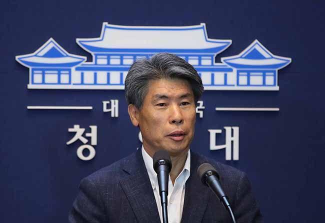 윤종원 신임 청와대 경제수석이 1일 춘추관에서 취임 인사를 하고 있다. /사진=김재훈 기자