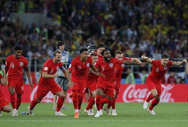 잉글랜드의 선수들이 3일(현지시간) 러시아 모스크바의 스파르타크 스타디움에서 열린 2018 러시아 월드컵 16강전 콜롬비아와의 경기에서 승부차기 끝에 4-3으로 승리, 8강 진출에 성공하자 그라운드를 달리며 환호하고 있다. /사진=모스크바 AP