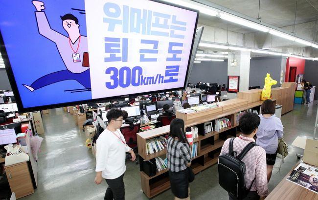 주 52시간 근무제 시행으로 지난 6일 서울 강남구 삼성동 위메프 본사에서 직원들이 정시에 퇴근하고 있다.<김호영 기자>