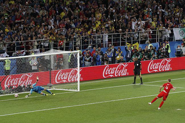 잉글랜드의 에릭 다이어(오른쪽)가 지난 3일(현지시간) 러시아 모스크바의 스파르타크 스타디움에서 열린 2018 러시아 월드컵 16강전 콜롬비아와의 경기에서 마지막 승부차기 골을 성공시키고 있다. 이 골로 잉글랜드는 4-3으로 콜롬비아를 물리치고 8강에 합류했다. /사진=모스크바 EPA