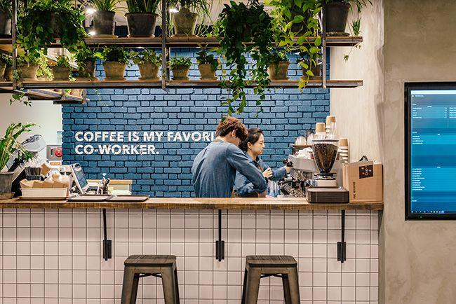 토스 사무실내 카페. 일반 카페에 있는 건 다 있지만 없는 건 하나, 계산대 뿐이다. 왜나면? 무료니까