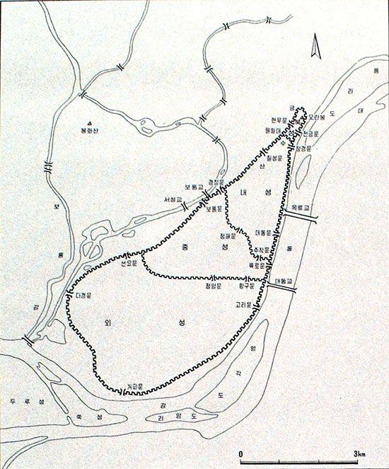 장안성 평면도 : 장안성은 북성·내성·중성·외성으로 구성된 복합식 성곽이며, 대동강과 보통강을 자연 해자로 이용하는 평산성이다.