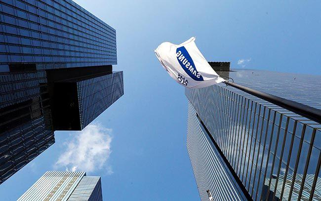 삼성그룹이 8일 향후 3년간 180조원 투자, 4만명 채용 계획을 발표했다. 이날 서울 서초동 삼성타운 사옥에 깃발이 휘날리고 있다. /사진=김호영 기자